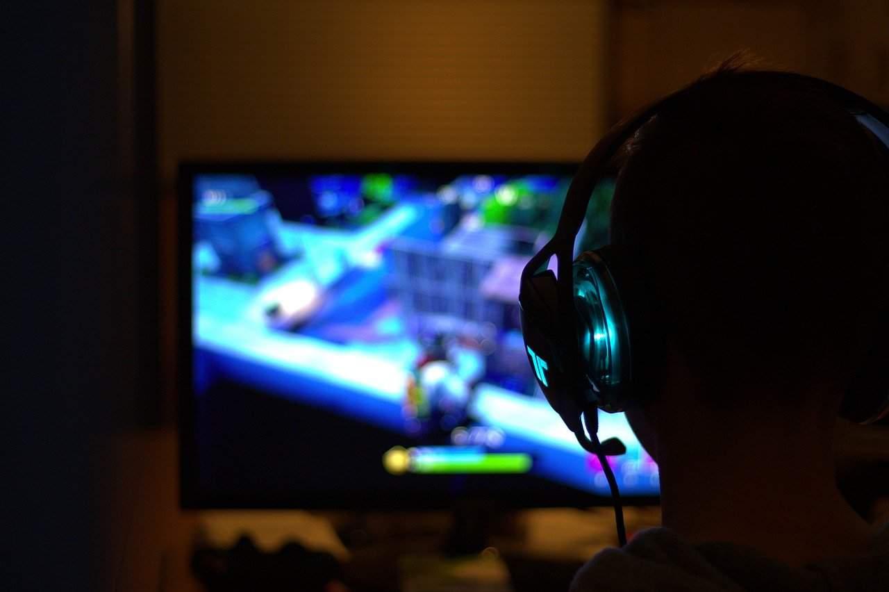 8 Best Gaming Laptops Under $2000